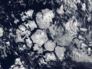 awan heksagonal
